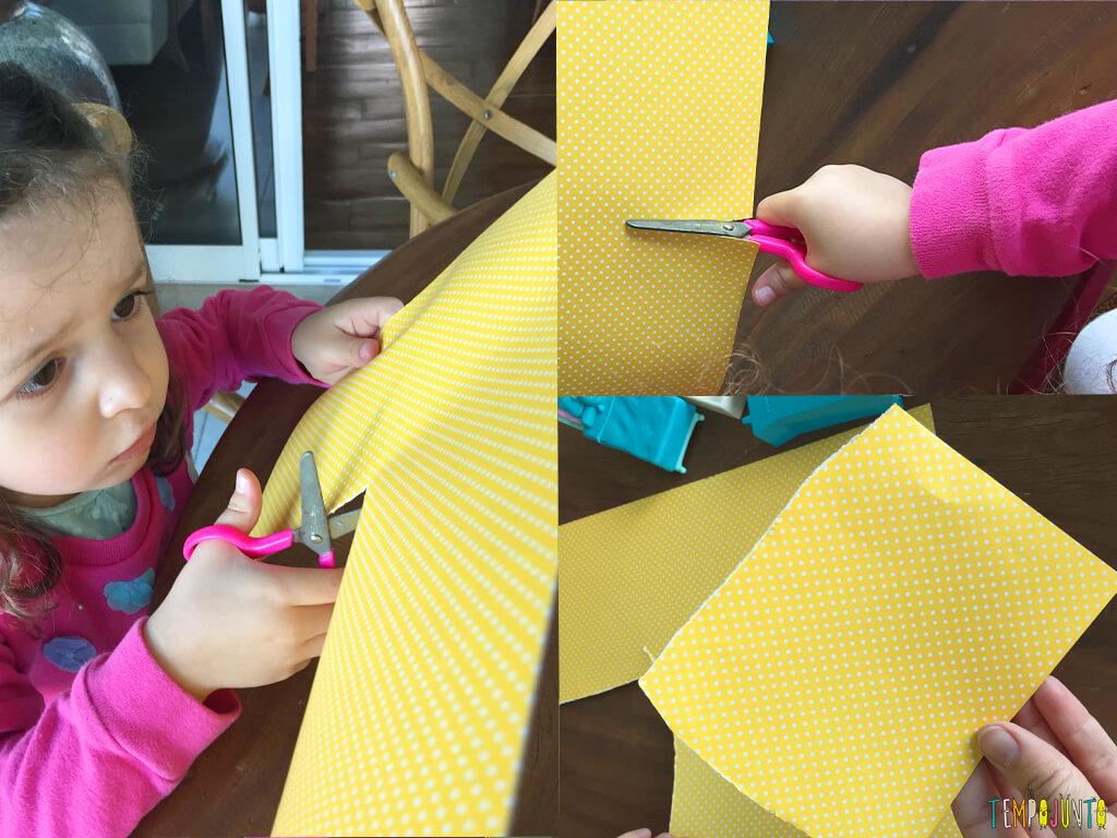 A brincadeira que nasce da vontade de imitar o irmão - gabi cortando o papel amarelo