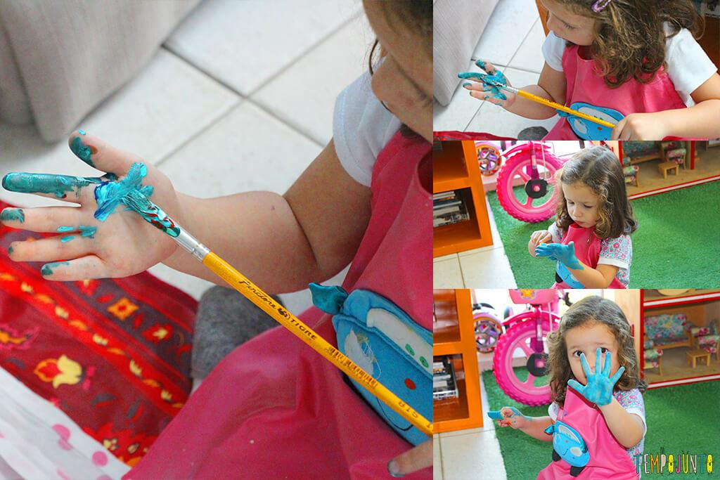 Atividade de artes para estimular a brincadeira de imaginação - gabi pintando a mao