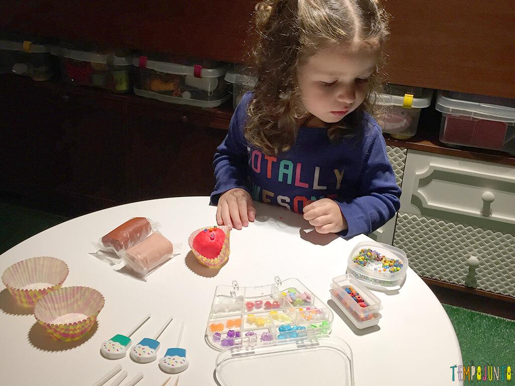 Como fazer uma fábrica de cupcake de massinha - gabi com o material