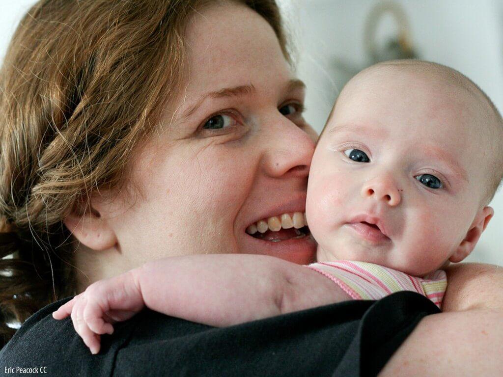 Estimular o equilíbrio pela brincadeira das crianças de 3 meses a 10 anos_mamae com bebe