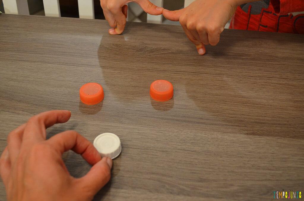 Futebol de botão simples para a mesa do restaurante - golzinho