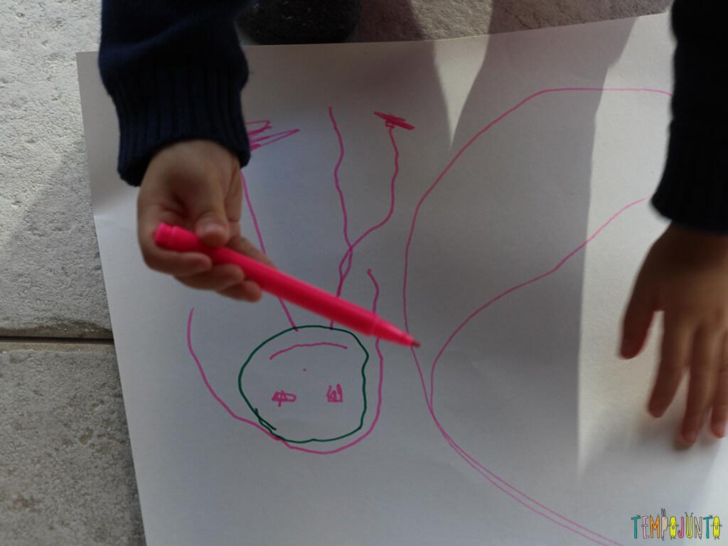 Quando a criança usa o desenho para contar história_0225_gabi desenhando_2