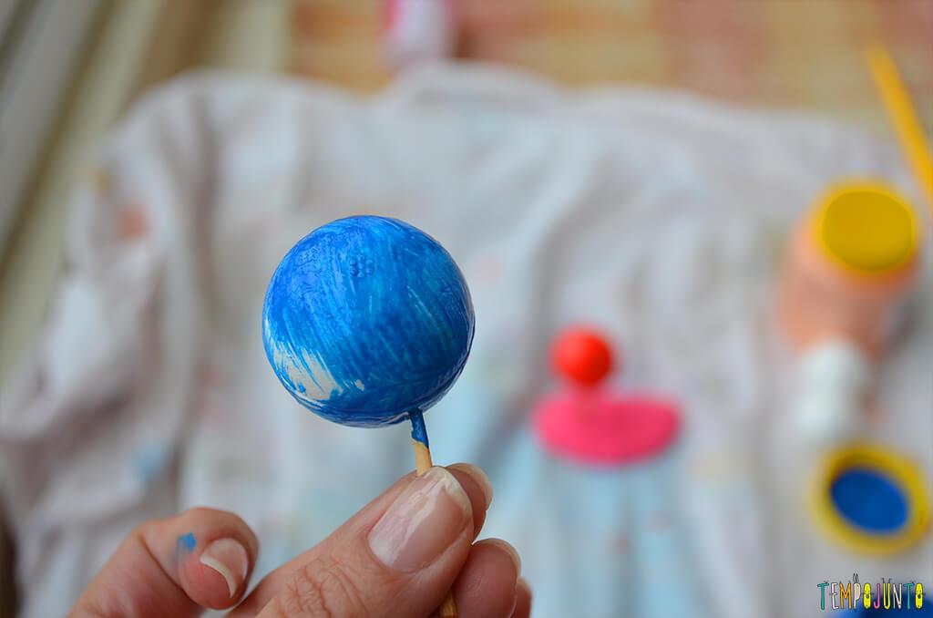 Um brinquedo para praticar a paciência e o sentido de direção - bolinhas