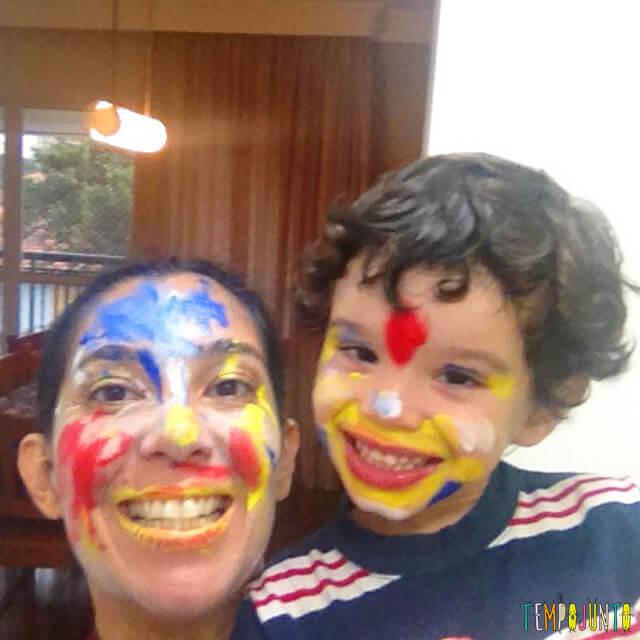 Brincadeiras para antes que eles cresçam - henrique e pat com a cara pintada