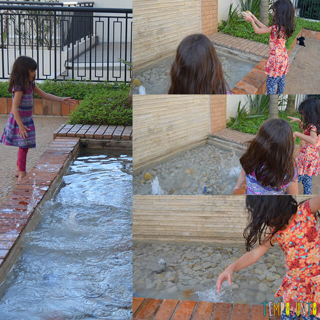 Como brincar com uma traquinagem de forma segura com as crianças - meninas brincando com a pedra