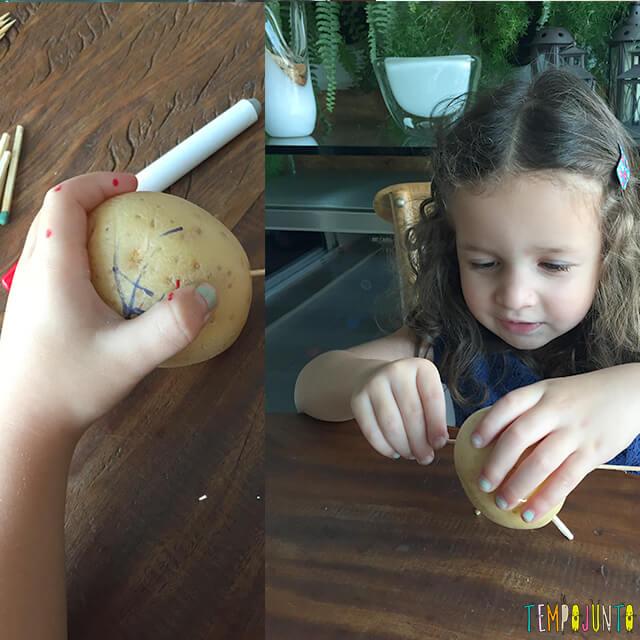 Como fazer bonecos de batata - gabi pintando a batata 2