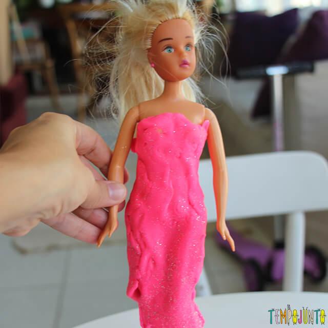 Como fazer roupinha de massinha - boneca rosa