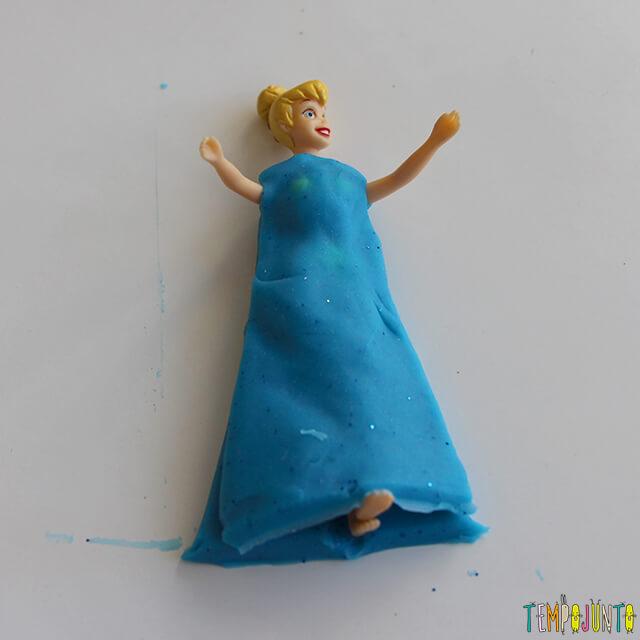 Como fazer roupinha de massinha - boneca vestido de azul