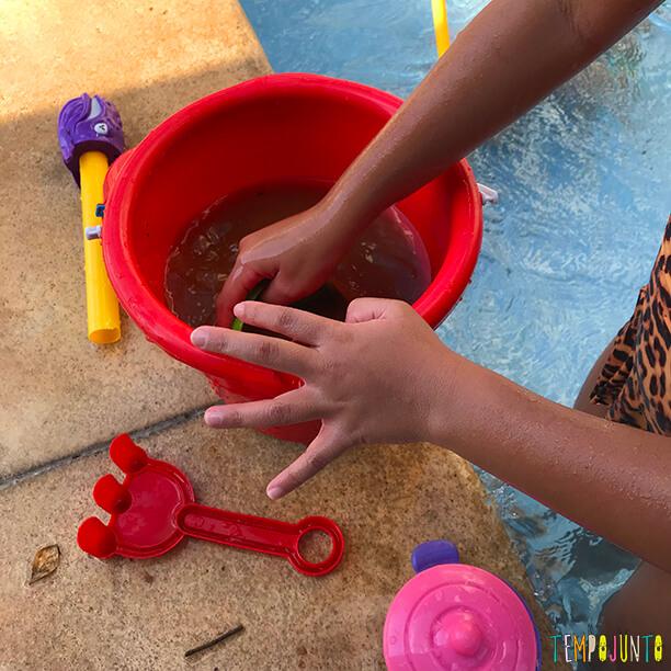 10 ideias divertidas para brincar na piscina_sopa na piscina