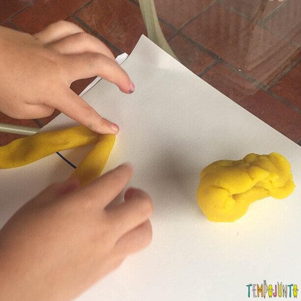 brincadeiras para crianças de 4 anos com massinha