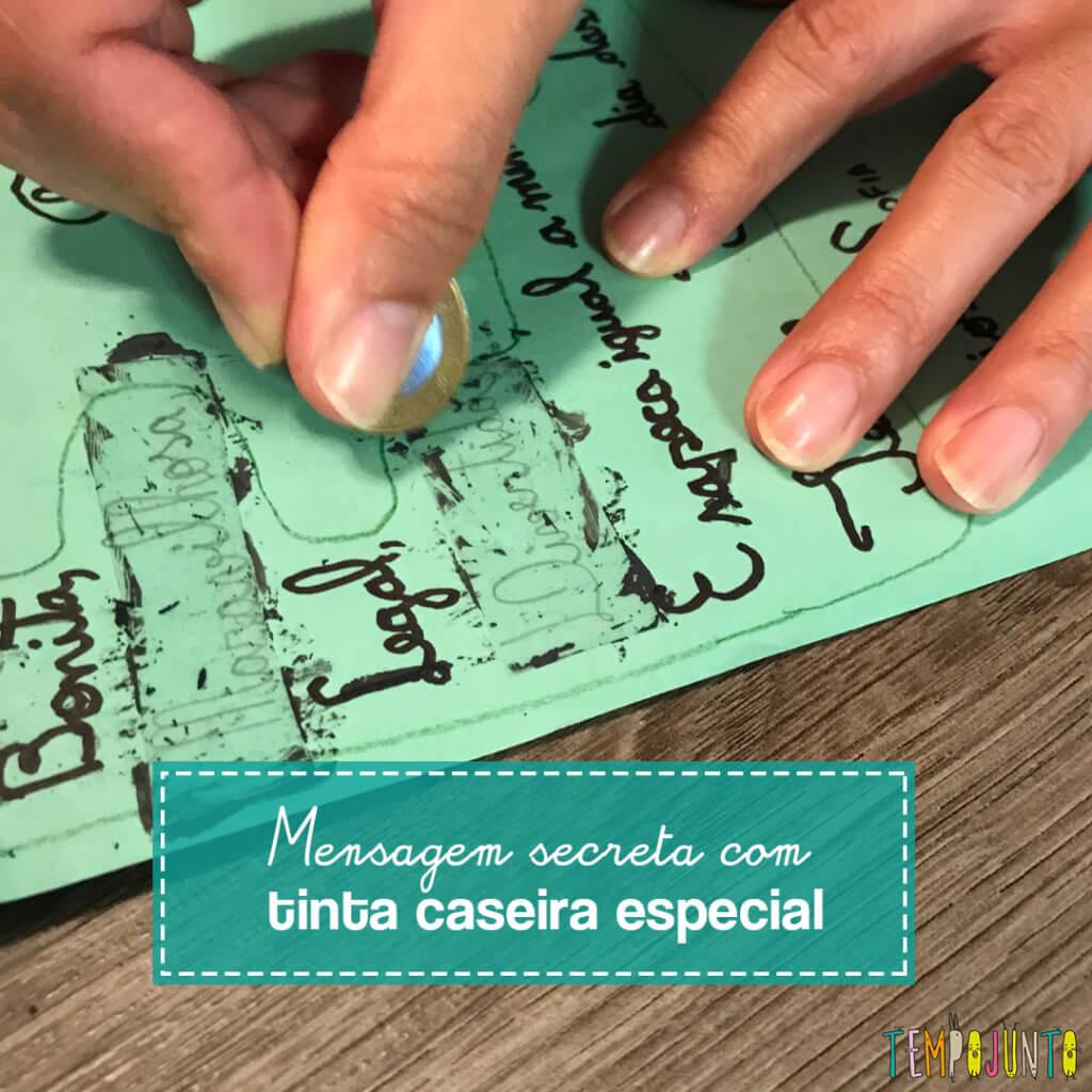 Brincar de mensagem secreta com tinta de raspadinha