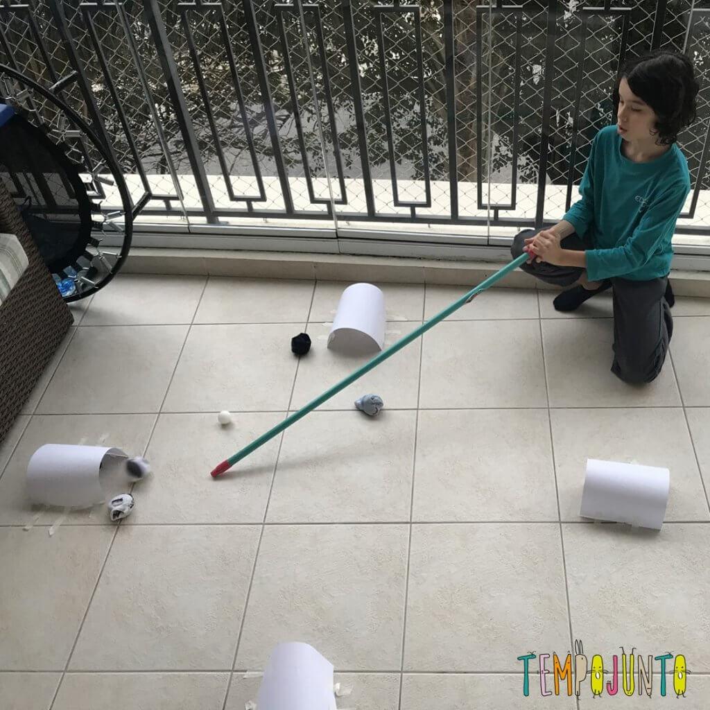 Brincadeiras simples que vão surpreender as crianças mais velhas